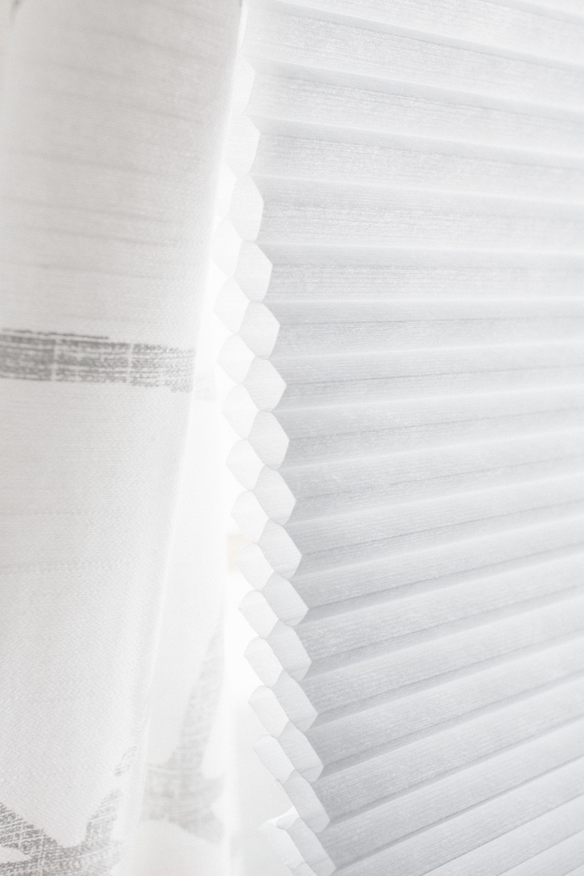 Close-up side view of the Levolor Light Filtering Cellular Shade's insulating pockets in double cell.